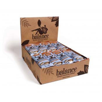 Kartonska škatla polna individualno zavitih čokoladnih napolitank
