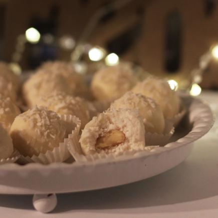 Kokosove kroglice z belo čokolado
